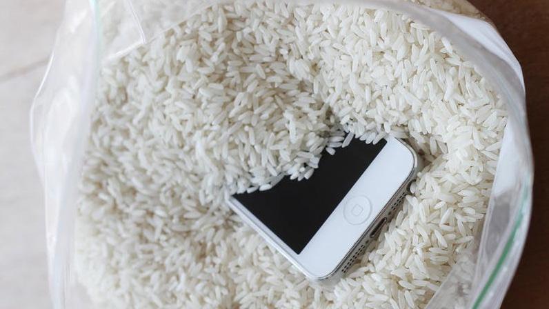 از بین بردن بخار داخل لنز دوربین موبایل